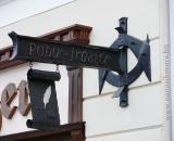 Kovácsolt papir-írószer cégér (Miskolc)